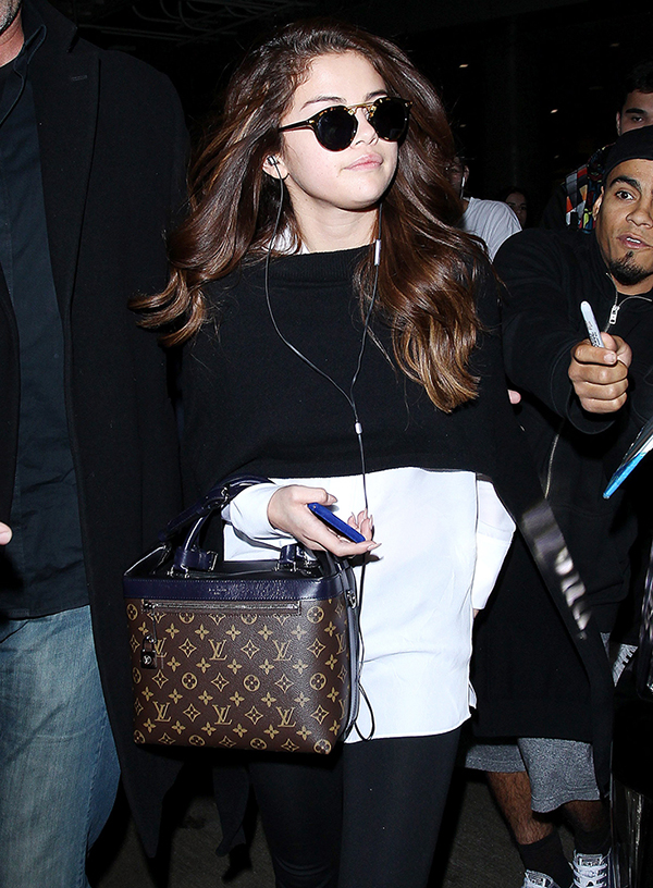 15 Hot Celebs Sporting Their Favorite Louis Vuitton Bags – Celebrity ... 10f759ff181fd